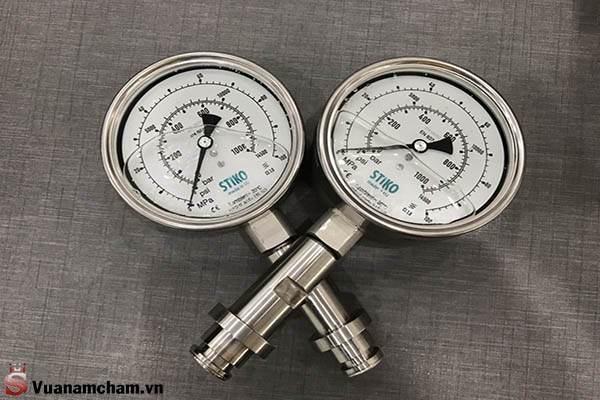 Đơn vị đo cường độ dòng điện là A